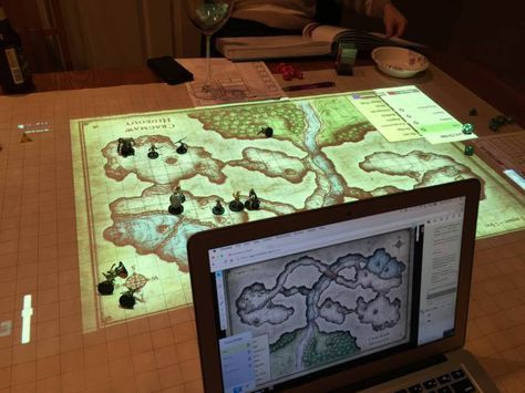 Clever Dungeon Master Uses a Projector to Combine Physical and Digital 'Dungeons and Dragons' Maps
