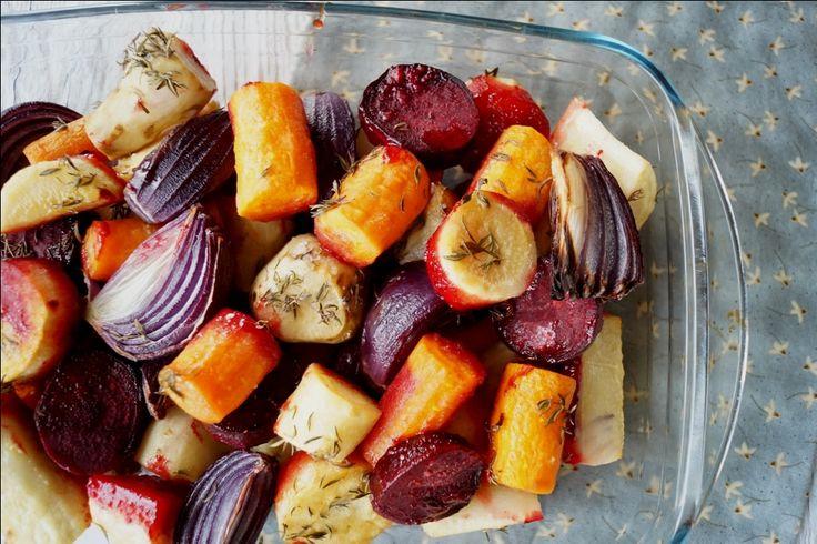 Bagte rodfrugter med honning og sennep. Gode som tilbehør til aftensmaden og så er de nemme at lave. Se opskriften på bagte rodfrugter med honning her.