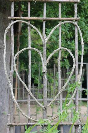 twig heart trellis