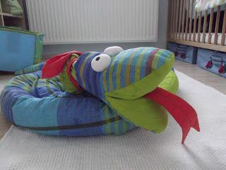 anya napjai: SSSSZZZZZZZZZZZZZ- Kígyó ágyvédő sewing snake
