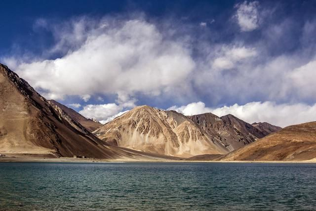 Planning an August vacation? These five destinations in India are even more beautiful during the August monsoon season. learn more about where to stay and how to book your trip!