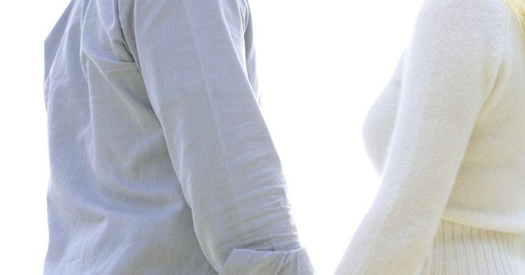 Como despertar o interesse do meu marido. Há várias razões do porquê os relacionamentos se tornam problemáticos ou terminam, incluindo infidelidade, crise de meia idade, falta de intimidade sexual ou outro estresse diário da vida. Entre crianças, compartilhamento de automóveis e contas, é difícil para qualquer mulher manter a atenção de seu marido, tanto dentro quanto fora do quarto. Para ...