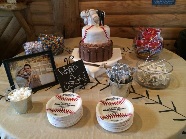 Groom's cake I made and the table decorations. Baseball theme.