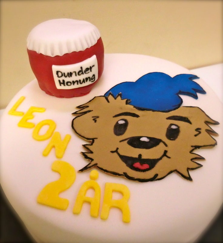 The strongest bear, Bamse, with his super duper honey. Birthday cake for Leon.
