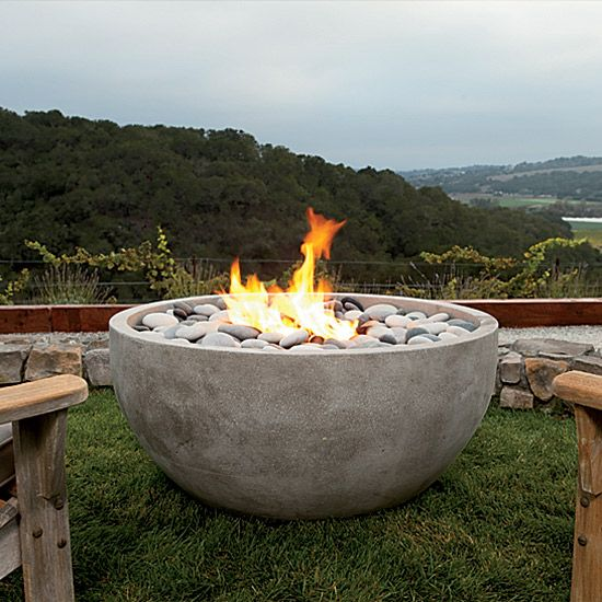 Love this modern fire pit for backyard s'mores