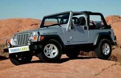 La Jeep Wrangler est dotée d'un toit souple, le toit rigide venant en option sur la version Sahara. Jeep est très fière du design classique de ses Jeeps et les aptitudes tout-terrain exceptionnelles de la Wrangler ainsi que d'autres équipements de pointe (portes modulables, pare-brise rabattable etc..) font de la Wrangler le fleuron de Jeep. La Jeep Wrangler JK de 2007 a une plate-forme plus large comparé à celle de la génération précédente.