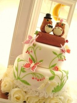 what a fun, cute wedding cake!