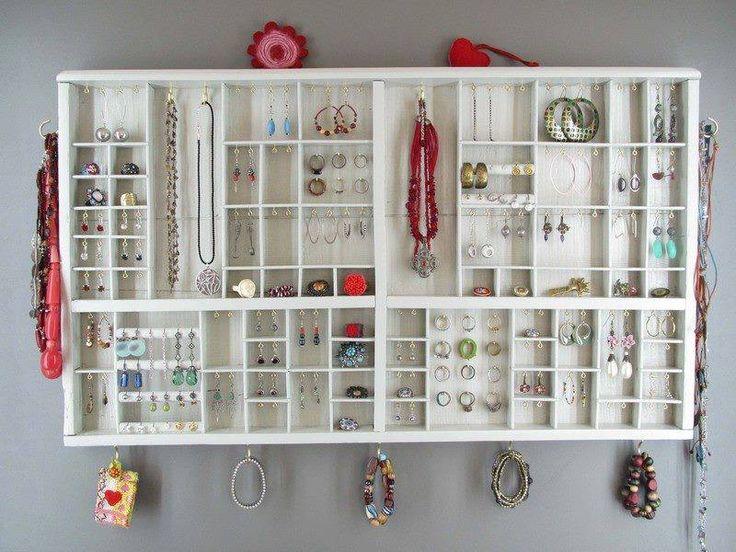 Comenzamos el viernes con una sonrisa y esta idea para organizar tus joyas ¡Buenos días! :) #happy