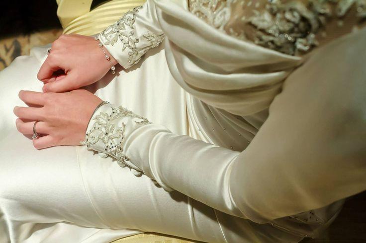 Baju Pengantin Moden / Baju Pengantin Songket by Melinda Looi Ivory Bridal Couture #melindalooi #ivory #couture #designer #bridal #weddinggown #bajuakadnikah #bajupengantin