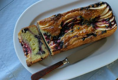 Marias Salt og Søtt: Formkake med eple og blåbær(Apple and blueberry loaf)