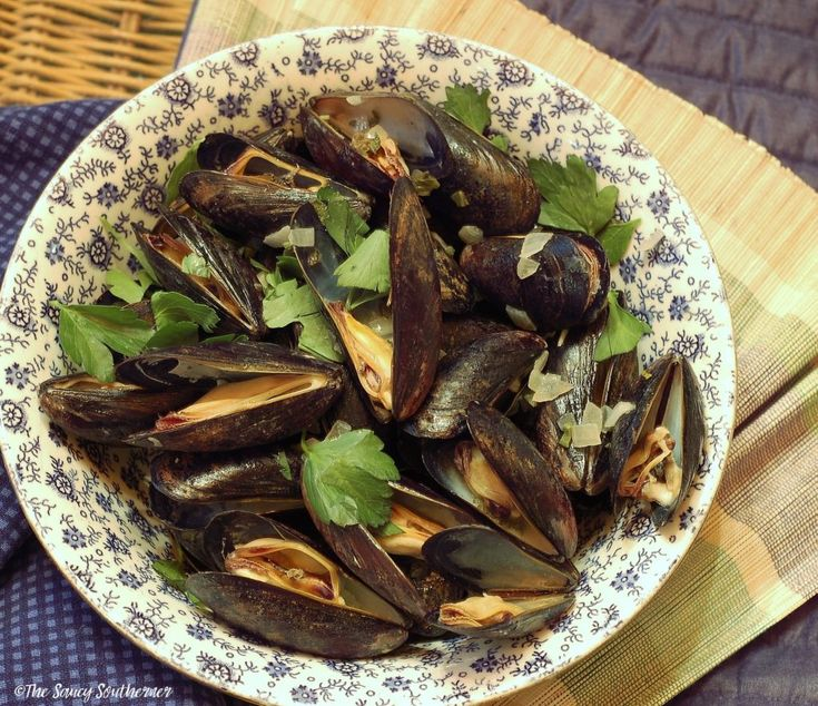 Mussels in White Wine Lemon Butter | The Saucy Southerner