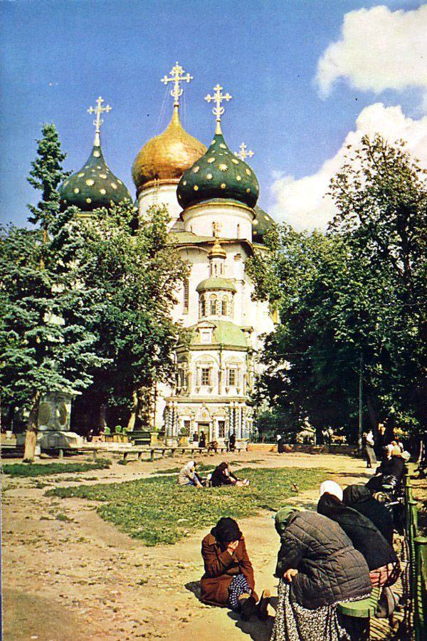 Паломники в Троице-Сергиевой лавре, город Загорск, 1956