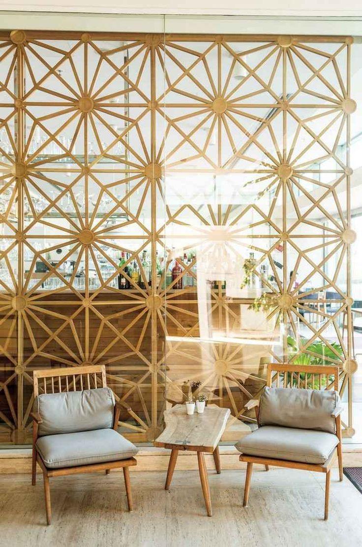Glaswand und filigrane Holz Elemente