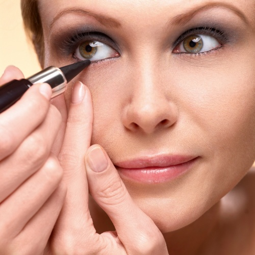 6. Intensify the eyeshadow's effect by applying our Kohl to the inside of your lower lash line. #makeuptips #yvesrocher