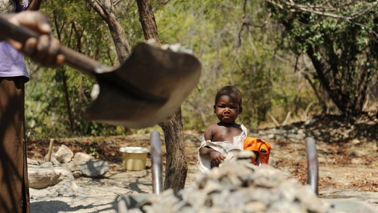 A family runs a stone-crushing operation in northern Malawi, about 10km west of the town of Karonga. Guy Oliver/IRIN