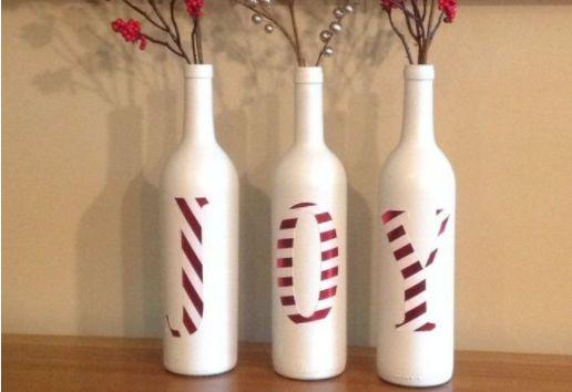 Gooi oude wijnflessen nooit meer in de glasbak, je kunt er namelijk hele mooie dingen mee doen! Leuk voor kerst!