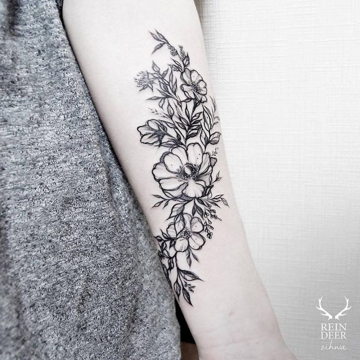 Poppy tattoos on the forearm. Tattoo artist: Zihwa