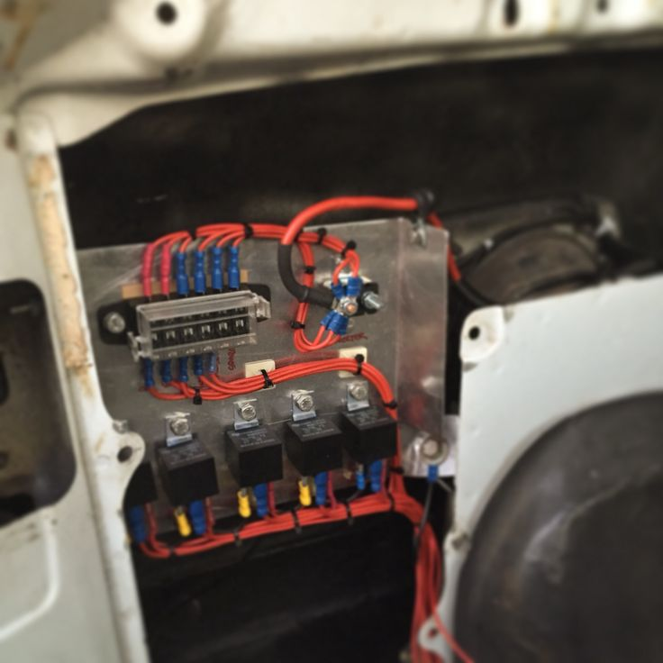 80 Series Landcruiser Custom Fuse  Relay Panel
