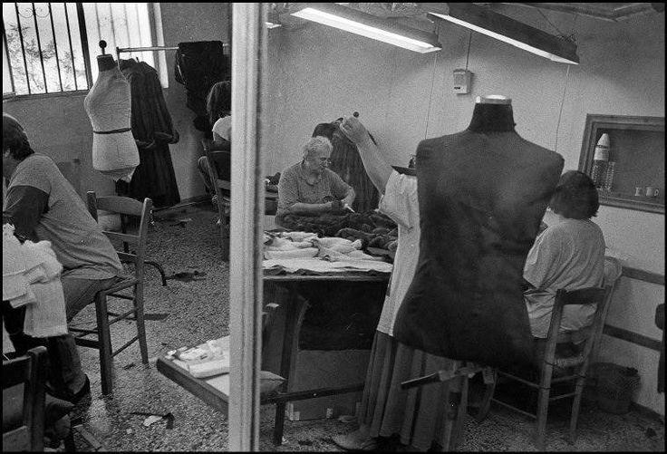 Εργαστήριο γουνοποιού στην Καστοριά το 1997.φωτ,Νίκος Οικονομόπουλος
