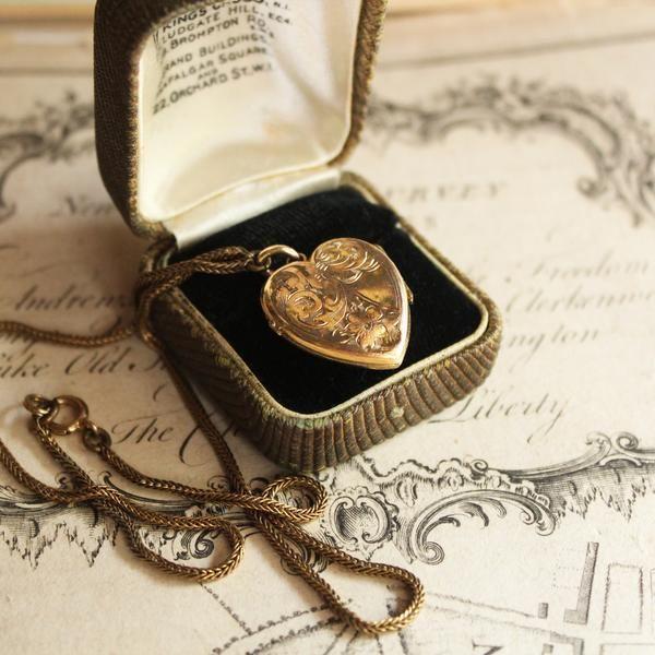 VICTORIAN GILDED GOLD HEART LOCKET PENDANT /アンティークネックレス