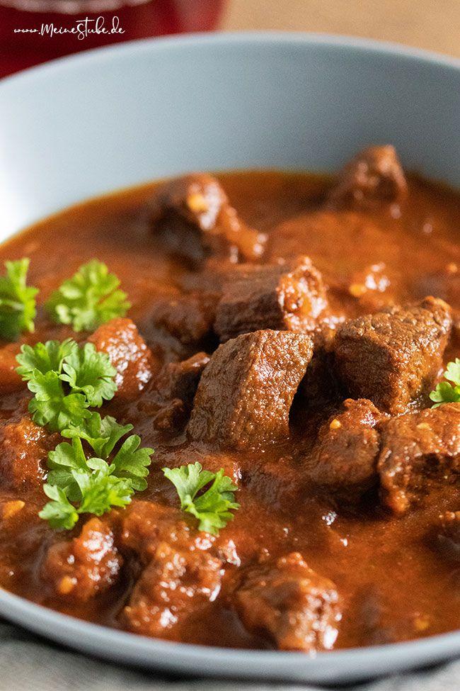 Tolles Rindergulasch Mit Traubensaft Ideal Als Familienessen Meinestube Rezept Gulasch Rezept Einfach Familienessen Rindergulasch