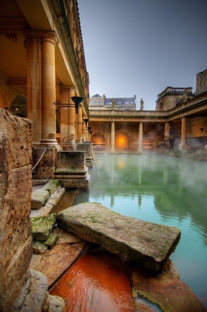 This well-preserved Roman site for public bathing is actually below the modern street level. There are four main features: the Sacred Spring, the Roman Temple, the Roman Bath House and the Museum holding finds from Roman Bath. The buildings above street level date from the 19th century.
