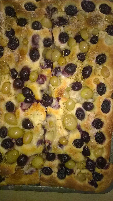 Schiacciata con  uva senza semi e pasta madre