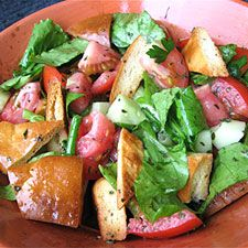 Leftover pita? Fresh herbs and tomatoes? A good drizzle of olive oil? That's Fattoush.2013 Recipe, Breads Fresh Vegetables, Healthy Eating, Marvel Pita, Breads Mixed, Vegetarian Salad, Breadfresh Vegetables, Vegetables Salad, Pita Breads Fresh