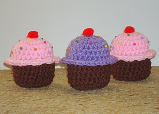 @Emily Pomrening  Would these work for you?  :): Craft, Crochet Food, Amigurumi Food, Crochet Cupcake, Crochet Patterns, Dly S Hooks, Amigurumi Patterns