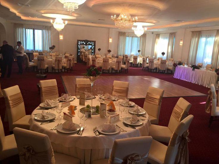Scaune tapitate pentru sala de nunta fabricate de Anteco S.A. din Ploiesti