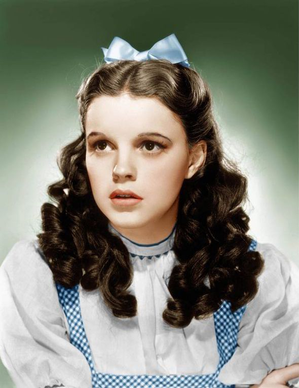 Dead Dorothy Wizard of Oz | Judy Garland, aged 16, as Dorothy Gale in The Wizard of Oz [MGM]
