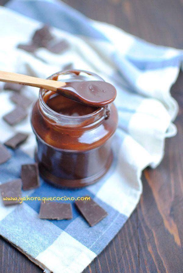 Crema de Cacao Casera, una receta ligera con nata de soja, sin gluten y sin lactosa a la que puedes agregar avellanas. Apta para Veganos y Vegetarianos.