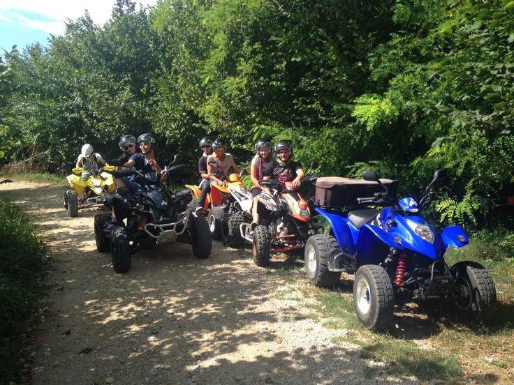 Pausa su sterrato in quad in provincia di Vicenza