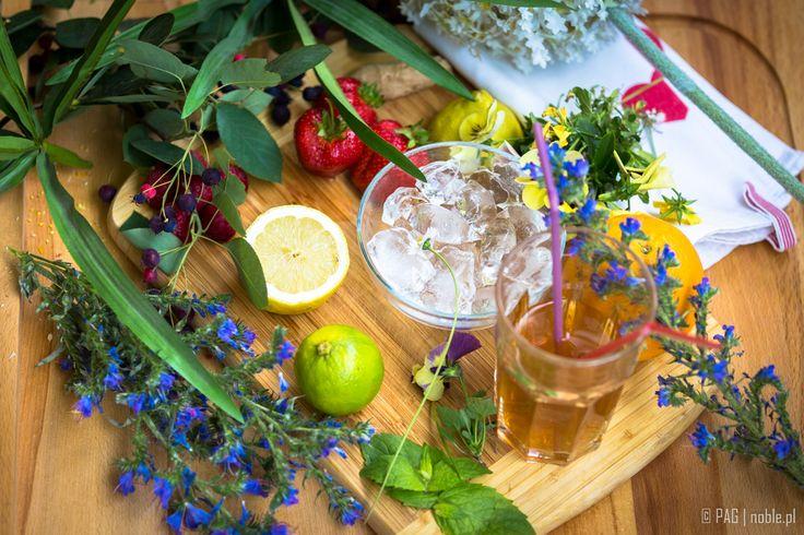 Do you like a homemade ice tea? Lemon, lime, orange, fresh strawberries, raspberries, ginger, few mint leaves, and the tea of course!