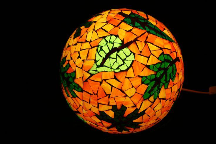 Hier ist ein Beispiel für unsere Mosaiklampen. Gern auch nach eigenen Wünschen.