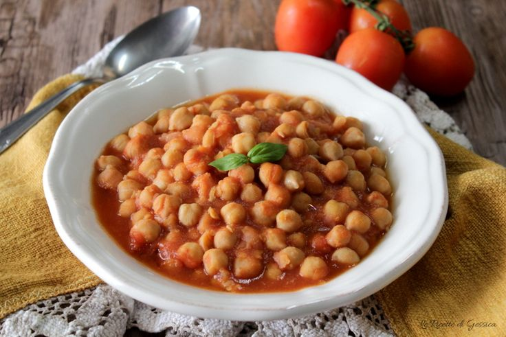 Zuppa di ceci al pomodoro. Ricetta con il Bimby, in pentola o in pentola a pressione. Minestra di legumi con la pasta