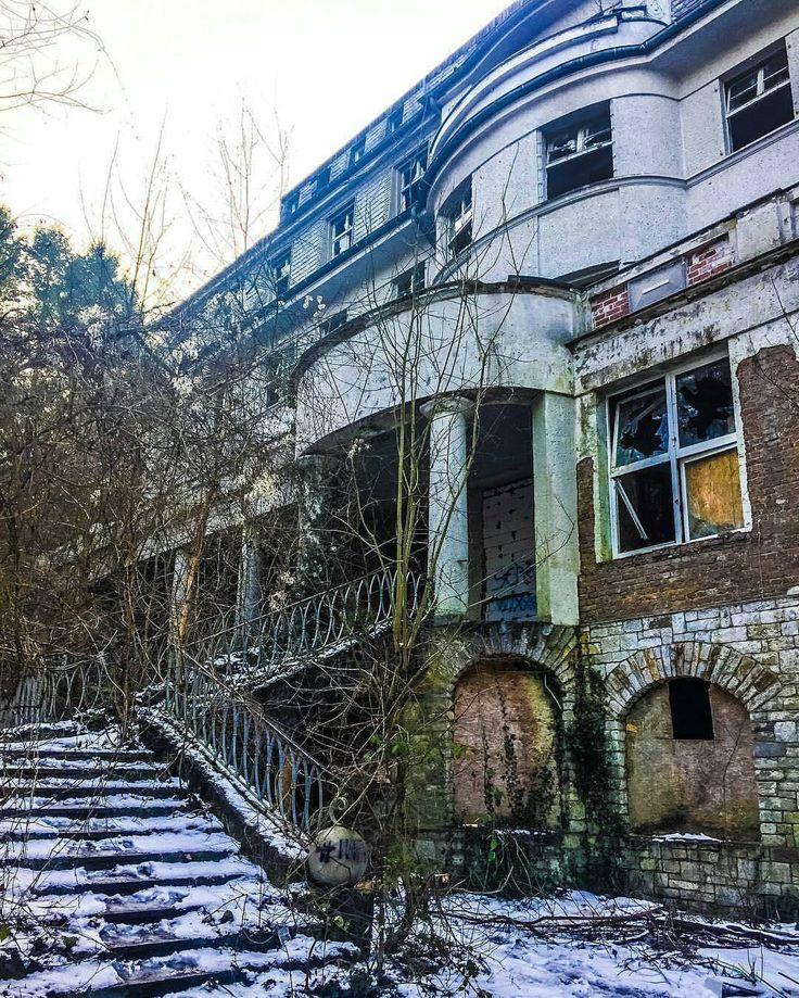 """Gefällt 1,278 Mal, 19 Kommentare - Lost Places in Germany (@lostplaces.ger) auf Instagram: """"Altes Kur Hotel in der Nähe von Hessen  Schickt mir eure Lost Place Fotos per Direkt Nachricht…"""""""