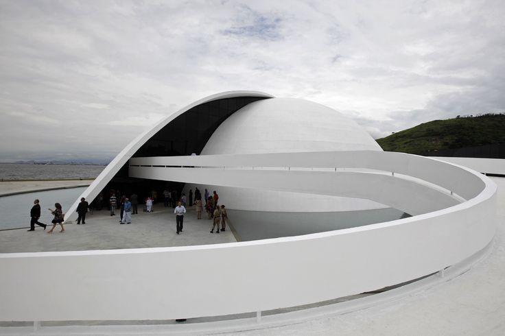 Оскар Нимейер - известный бразильский архитектор (1907-2012)