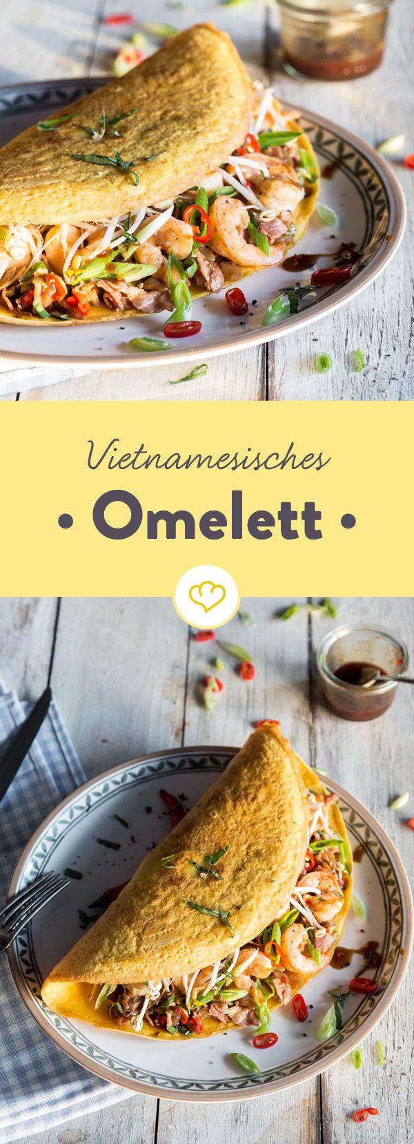 Was deinem Omelett den Asia-Flair verleiht? Kurkuma und Kokosmilch in der Eier-Masse und Hoisin-Sauce, Garnelen und Sprossen in der Füllung.
