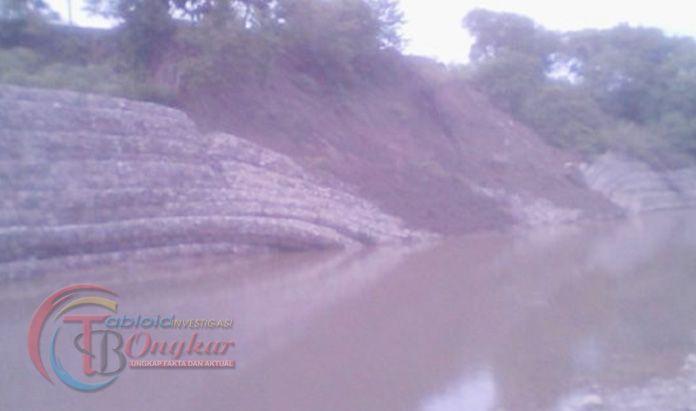 Rumah Warga Terancam Banjir , Akibat Bronjong Pengaman Kali Maubeli Roboh