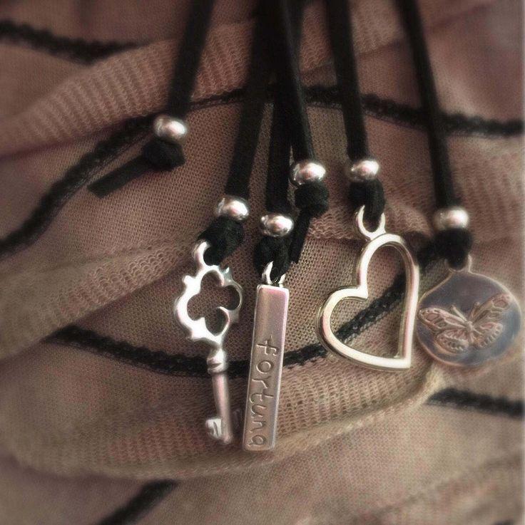 Een persoonlijke favoriet uit mijn Etsy shop https://www.etsy.com/nl/listing/520764887/suede-long-necklace