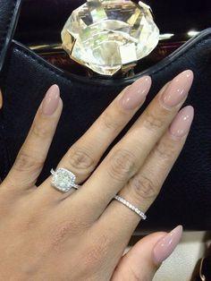 nude almond nails                                                                                                                                                                                 Mais