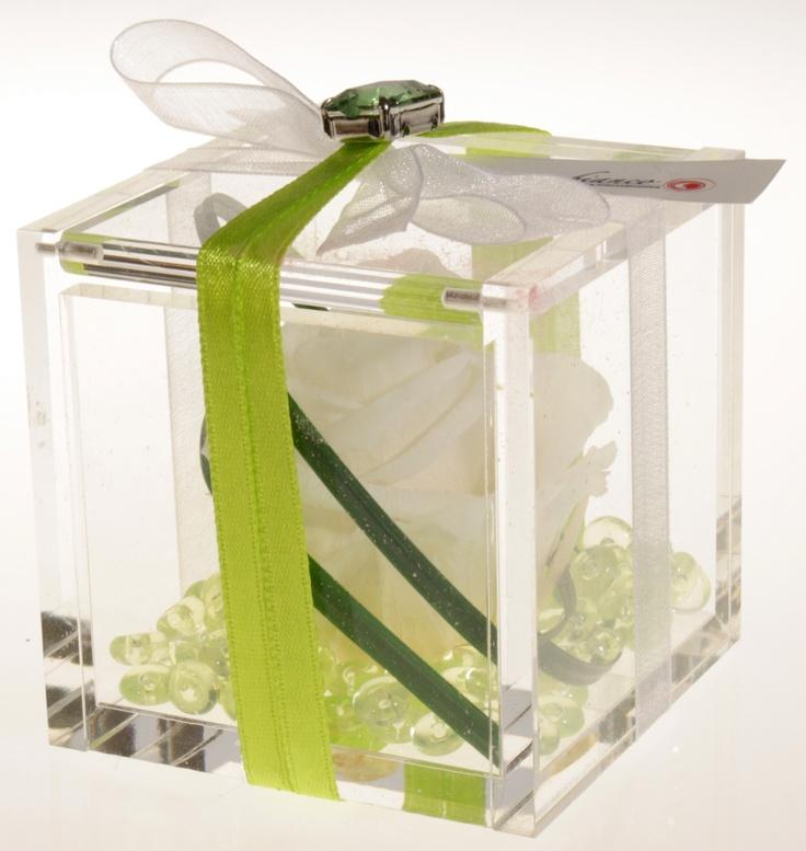 Scatolina in plexiglass con Rosa stabilizzata e perline