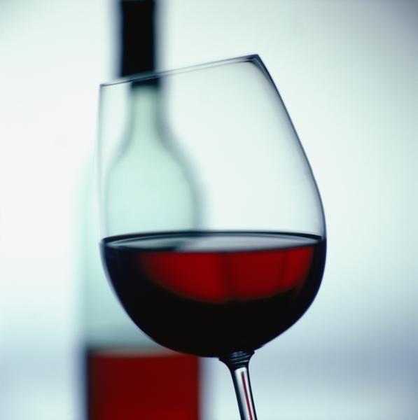 A világon az egyik legkedveltebb és legjobban keresett vörösbor a Merlot.  http://www.osipince.hu/blog/merlot-a-letisztult-feketerigo/