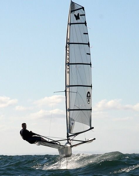 Aaaahh moth boats are the coolest. Hydrofoil dingy sailing, where' the keel ??