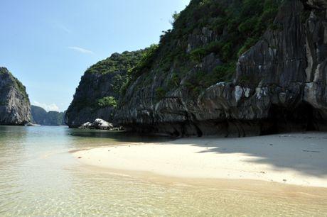Ba Trái Đào Island - Hạ Long