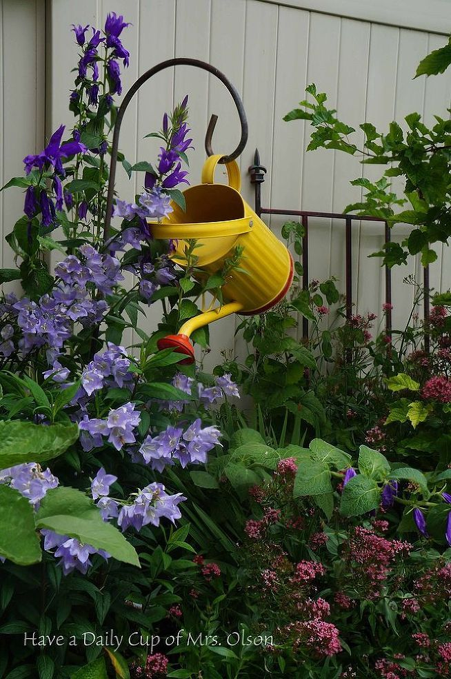 Hometalk :: Garden Goodies  Check out the small and large items that make her garden fun