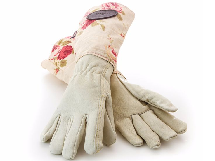Feminine gauntlet style gardening gloves, giving added protection against thorns and irritants. Soft waterproof leather hands Rose patterned linen cuffs with pink roses on a cream background. Small – fits the average sized ladies hand (Glove size approx 7 1/2) Large – for the slightly larger hand Made by Bradleys the Tannery based in Shropshire …
