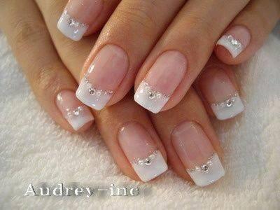 Decoración de uñas para novias