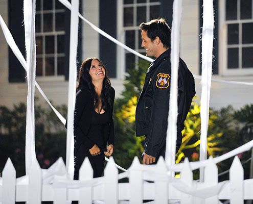 Cougar Town: Grayson (Josh Hopkins) pop the question to Courteney Cox's Jules